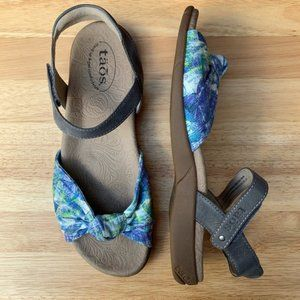 Taos Colorful Abstract Knot Front Comfort Sandal